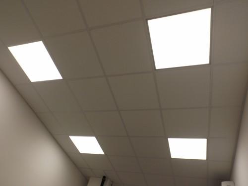 Irodai  LED  paneles  világítástechnika  álmennyezetbe süllyesztetten  szerelve - 2