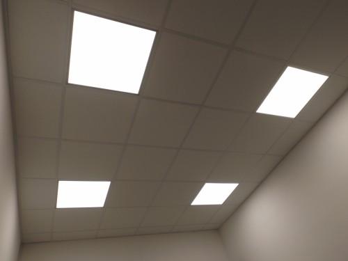 Irodai  LED  paneles  világítástechnika  álmennyezetbe süllyesztetten  szerelve 1