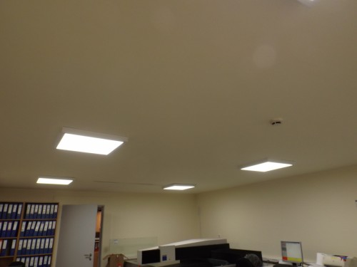 Irodai  LED  paneles  világítástechnika  álmennyezetbe süllyesztetten  szerelve 3