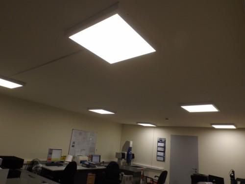 Irodai  LED  paneles  világítástechnika  álmennyezetbe süllyesztetten  szerelve 4