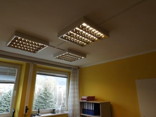 Irodai világítástechnika  kivítelezése tűkrös fénycső armatúrákkal  műanyag  2