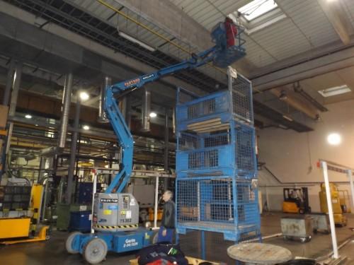 Villanyszerelés 10-12 méter magasban  kosaras emelővel.    Ez a szöveg,  kerüljön a villanyszerelésbe